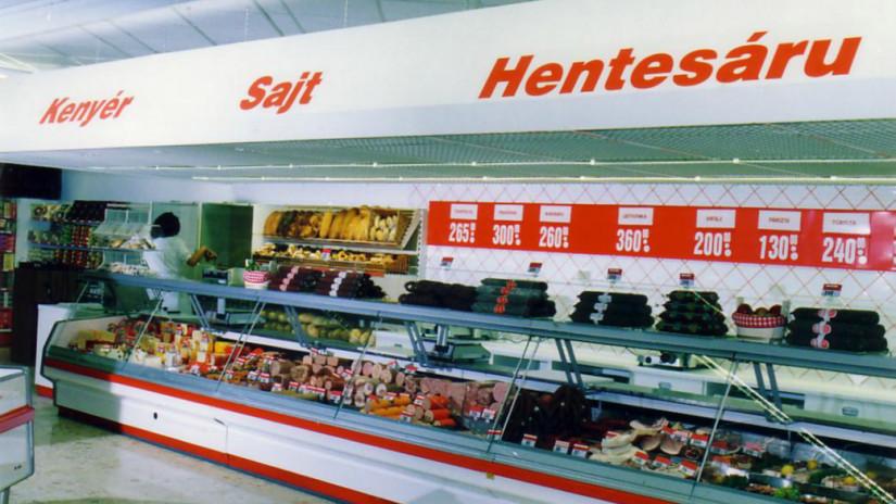 Így nézett ki a tatai üzlet csemegepultja a '91-ben.