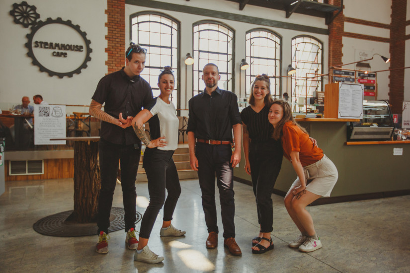 A Steamhouse csapata: Tomi, Daniella, Marci, Kriszti, Viki