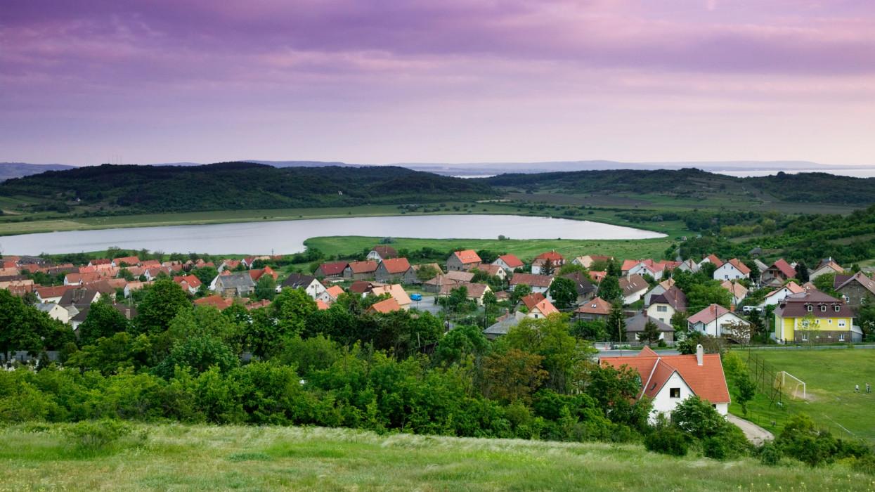 Elszabadultak az árak a Balaton partján: már az 1 milliós négyzetméterár sem ritka