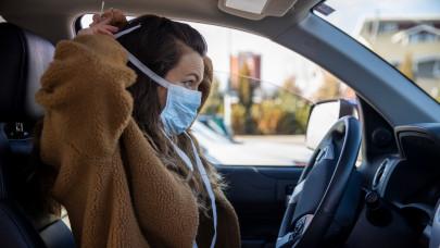 Az immunológus szerint év végéig még biztosan maszkot kell hordanunk, nem lesz felszabadult nyarunk