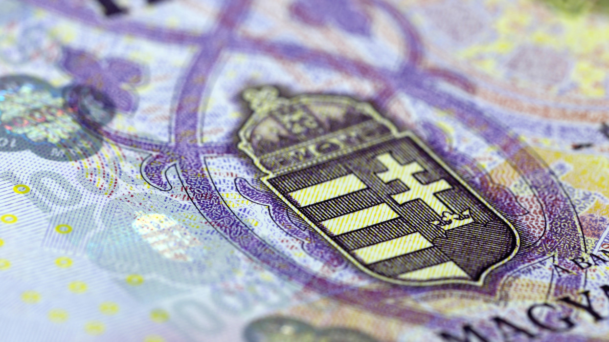 Hungarian coat of arms in the new 10000 forint banknote