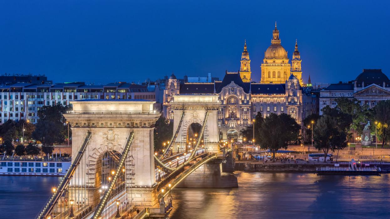 Kedvező hitelminősítői elemzés: Magyarország jól lábalhat ki 2021-ben a korona-válságból