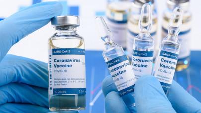 A kínai vakcina után tévedésből AstraZenecát kapott egy idős házaspár: mi lesz velük?