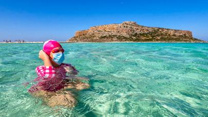 Könnyen bukhatod a nyaralást, ha AstraZeneca oltást kaptál: erről jobb, ha tudsz