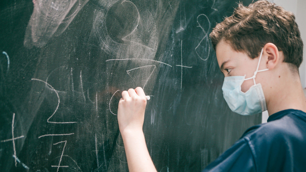 Maruzsa Zoltán: kötelező lesz a testhő mérése, a fertőtlenítés és a távolságtartás az iskolákban