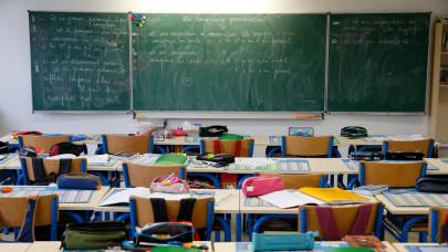 Hiába nyitnak az iskolák, több százezer gyereket tarthatnak otthon a szülők