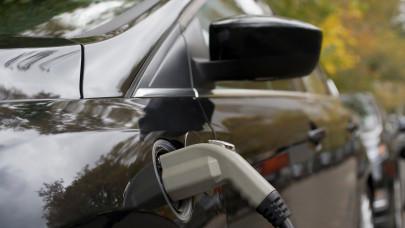 Az elektromos autók a tőzsdéket is letarolják: ezekből a részvényekből érdemes bevásárolni