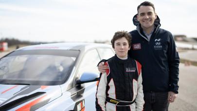 Itt nevelkedik a magyar autósport jövője: egy e-sportolót is pályára küld Michelisz Norbi