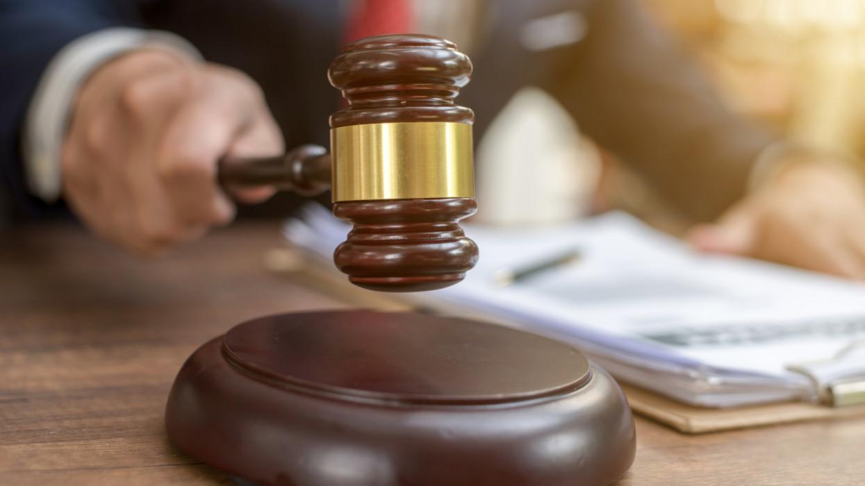 NAV végrehajtás és bírósági végrehajtás: Tudd meg, hogyan történik az ingatlan végrehajtás folyamata és ki fizeti a végrehajtás költségeit!