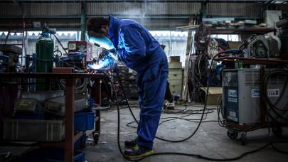 Itt az igazság a magyar bérekről: a dolgozók fele kevesebbet kap a hivatalos átlagnál