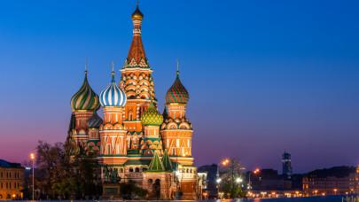 Beindult az oltásturizmus: horror pénzért kínál moszkvai vakcinatúrát egy utazási iroda