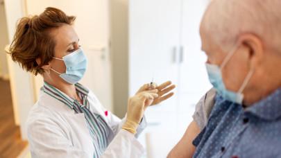 Megtorpant az oltási sebesség: csak 13,5 ezer magyar kapott első vakcinát tegnap