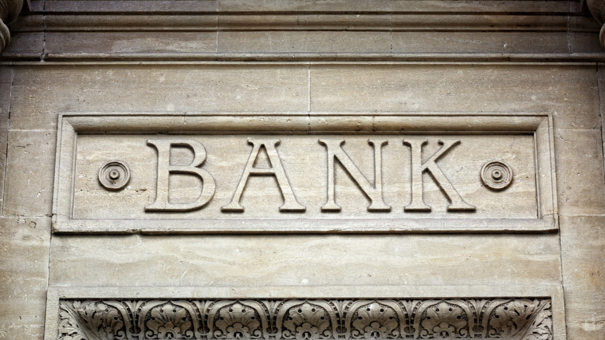 Mi folyik a bankokban? Úgy eladósodnak a cégek, mintha nem lenne holnap