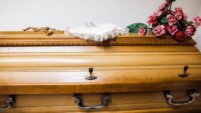 Túlterheltek a temetkezési szolgáltatók a járvány miatt: másfélszeresére emelkedett a forgalmuk