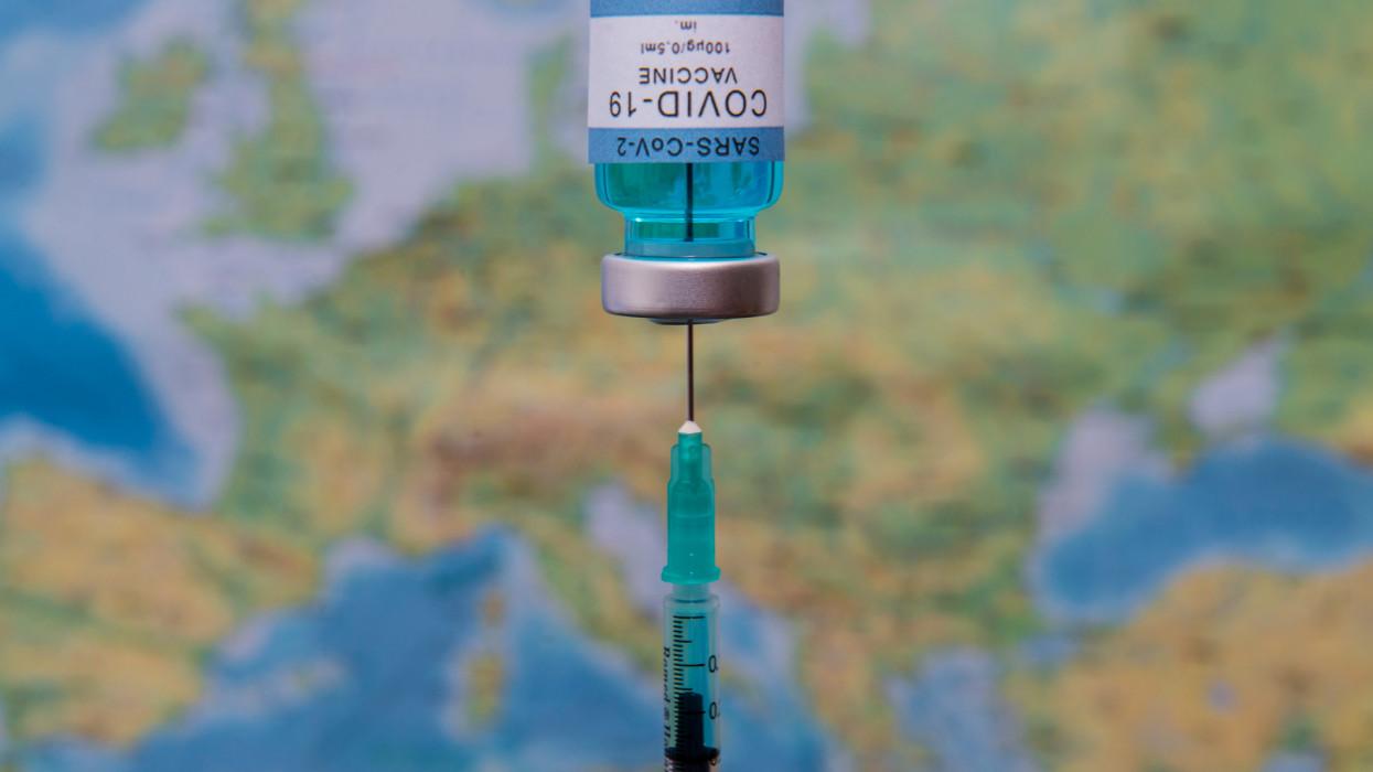 Ebben az országban csak egy oltást kapnak a koronavírus-fertőzésen átesettek: vajon miért?