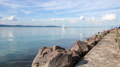 Árrobbanás a Balatonnál: ki engedheti ezt még meg magának?