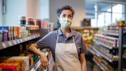 Lazuló maszkfegyelem, bolti mulasztás, kijárás a tilosban: elfogyott az emberek türelme?