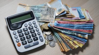 Közel a moratórium vége: komoly teher szakad hamarosan a magyar adósok nyakába