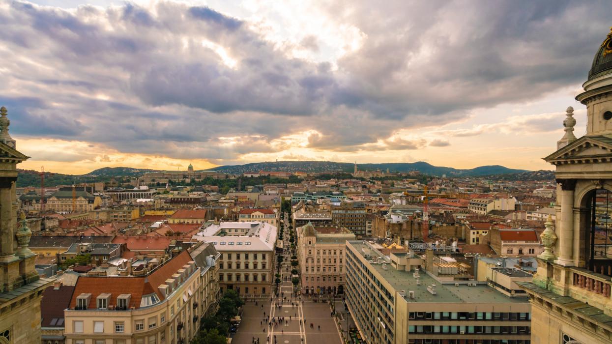 Érik a rekordforgalom a Balatonon, de Budapest megsínyli majd a külföldiek hiányát