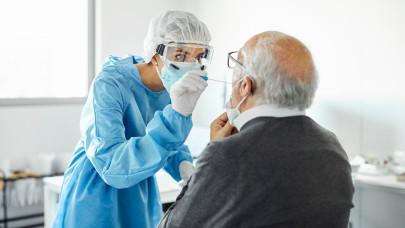 Friss koronavírus adatok vasárnap: 1593 az új fertőzöttek száma, 101 beteg halt meg