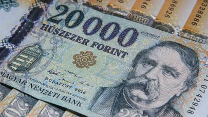 Durván megugrott a készpénzfelvétel díja: ennyibe kerül, ha nagyobb összeg kell a banktól
