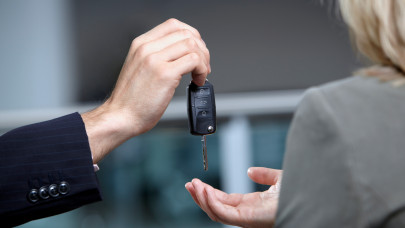 A gépjármű átírás jogszabály érthetően: a gépjármű átírás menete, a gépjármű átírás költségei