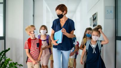 Aggasztó tanárhiánnyal vágnak bele a nyitásba az iskolák: most már így húzzák ki év végéig?