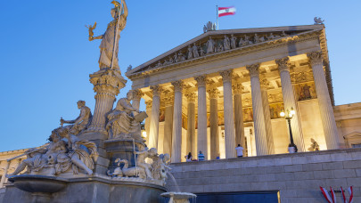 Nem várnak az EU-ra: Ausztriában is jöhet a védettésgi igazolvány