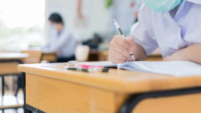 Érettségi: 74 ezer diák vizsgázik ma történelemből, erre számíthanak