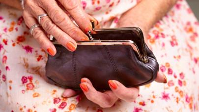 50-55 ezer forintos minimálnyugdíj kerülhet bevezetésre: így hoznák fel a bérekhez az összeget