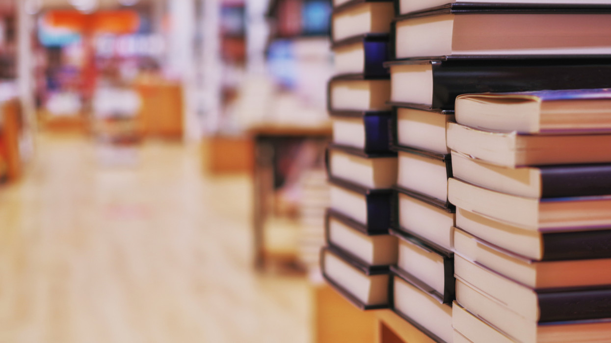könyvesbolt, könyvek, könyveladás, könyvkiadás