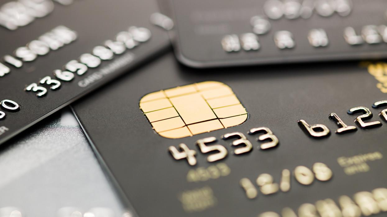 Újfajta bankkártya érkezik Magyarországra: így lehet igényelni, ez benne a pláne