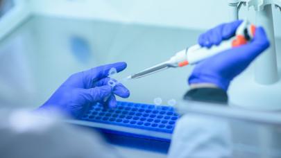 Jó biznisz a vakcina: euró milliárdokat kaszált a nyugati gyártó