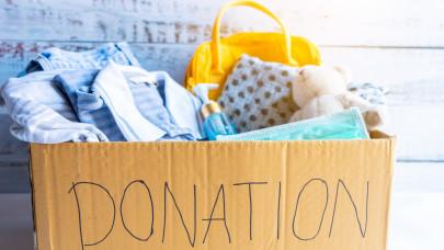 Bicskanyitogató: vibrátor, véres bugyi lapult a rászorulóknak küldött adományban
