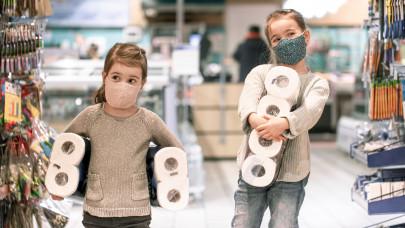 Itt a pánikvásárlás és boltzár hatása: a járvány árnyéka rávetül a vásárlásra