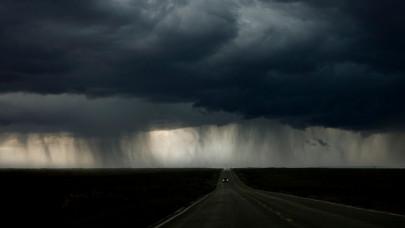 Gigavihar csap ma le az országra: 70 kilométeres szél, jégeső is érkezik