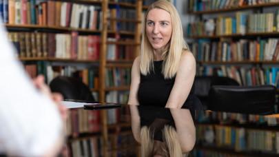 Megszólalt az ELTE Pszichológia vezetője: így csábítanak el bárkit a sarlatán lélekgyógyászok