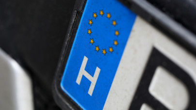 Hivatalos: változnak a magyar rendszámok, ez lesz 2022-től az autókon