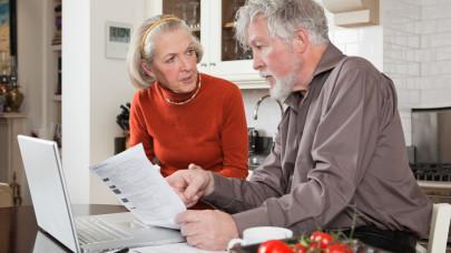 Nyakunkon a nyugdíjkatasztrófa: brutális átalakítás jöhet