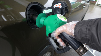 Újabb csapás a magyar autósokra: szerdától megint drágul az üzemanyag