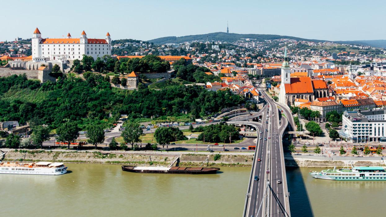 Hivatalos: Szlovákia elismeri a magyar oltási igazolványokat és az orosz, kínai oltóanyagokat is