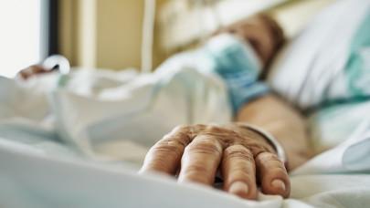 117 új koronavírus-fertőzöttet találtak egy nap alatt, 17 magyar hunyt el