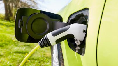 Indul a roham a villanyautó-támogatásért: nagyot nézhet a kereskedésben, aki későn kapott észbe