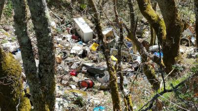 Sokkoló a környezetszennyezés: brutális mennyiségű a szemét a magyar erdőkben