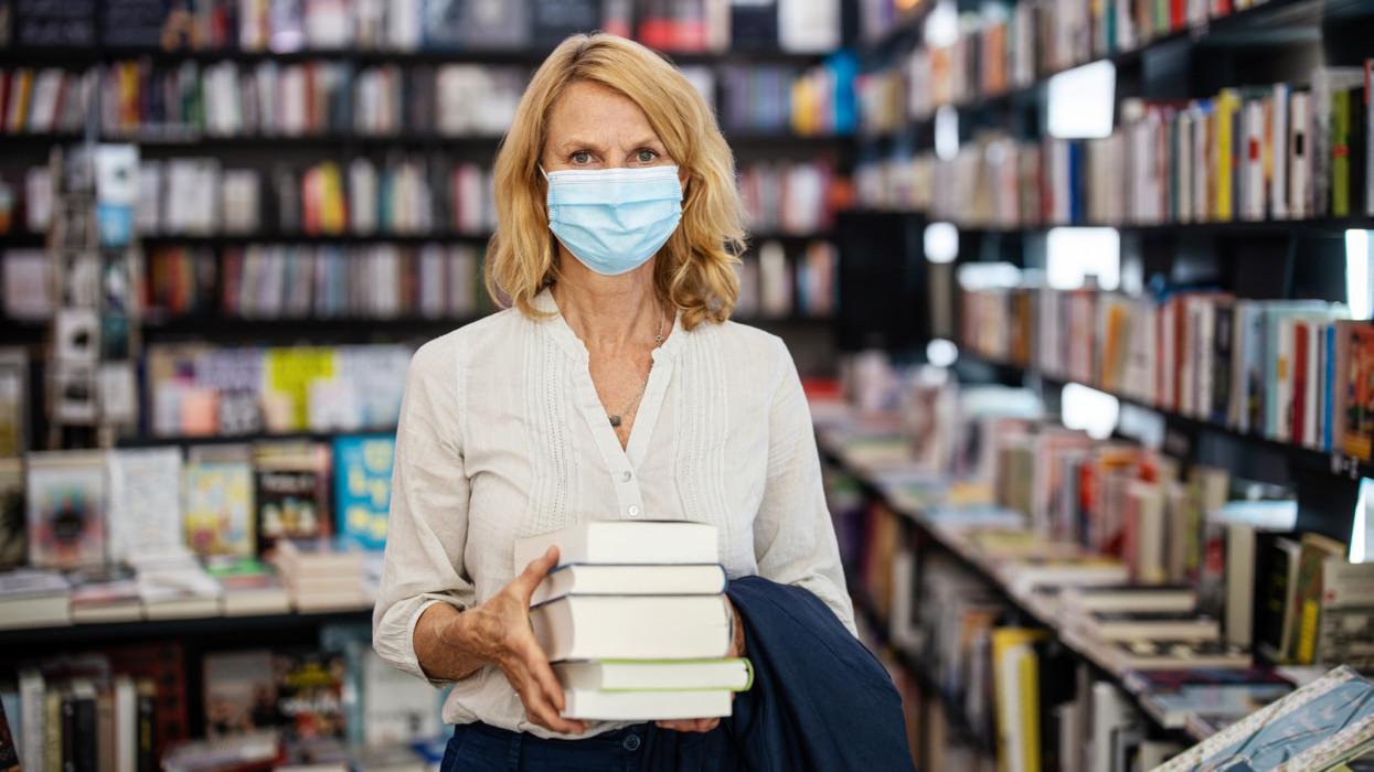 Így robbant be a könyvpiac: ezek a címek százmilliókat hoztak a konyhára