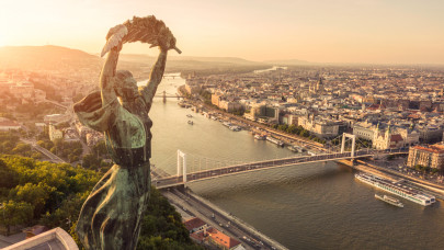 Új korszak nyílik Budapest turizmusában: külföldiek helyett a magyar pénztárcákra alapoznak?