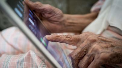 Másfél millió magyar van elvágva az internettől: az idősek és a legszegényebbek szenvednek hátrányt