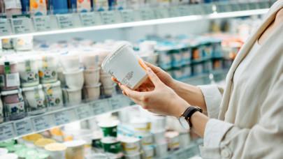 Kiderült a joghurt-titok: ezt mindenki rosszul tudja, vagyonok folynak el hiába