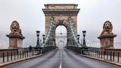 Vége a jó világnak Budapesten: másfél évre lezárják a Lánchidat