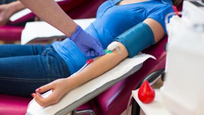 Őrület, mennyit kaszálhatsz vérplazmadonorként: így kereshetsz akár 460 ezret is egy évben
